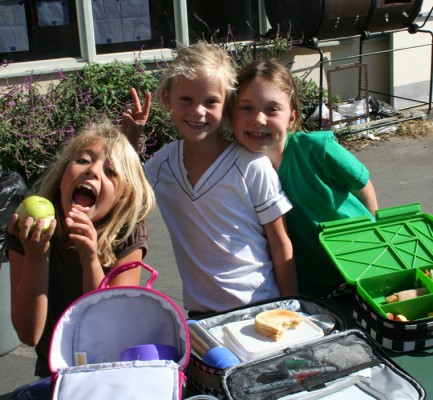 Grandview students with their trash-free lunch boxes.  Photo courtesy of Rhonda Steinberg