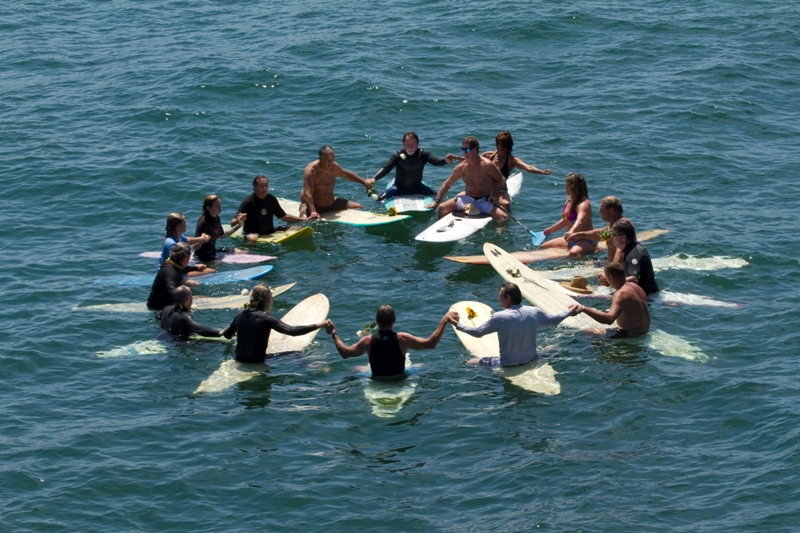Memorial Paddleout: in honor of classmates and friends in Hermosa, Manhattan and Redondo Beach [PHOTOS]