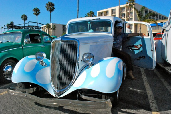 Larry Neville Who Organizes Cruise At The Beach On Friday Night Ruby S In Redondo Shows Off His 1934 Ford Sedan Deluxe Photo By Carina Gler