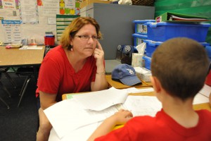 Kelly Kobel helps a student focus on the assigned work during class last Thursday. Photo by Chelsea Sektnan