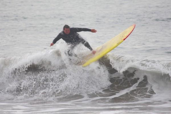 Kevin Holmes surfs Hermosa