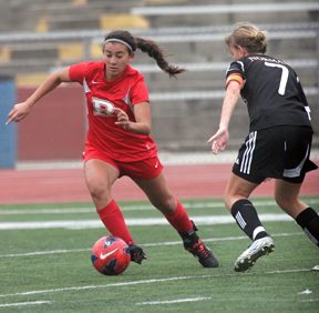 Shannon Simon and the Redondo Sea Hawks will look to even their league record when they host Mira Costa Friday at 3 p.m. Photo by Ray Vidal