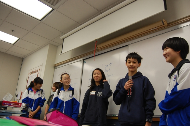 Chinese-learning students at Manhattan Beach Middle School take turns Monday introducing visitors from Haihe High School in Tianjin, China. Photo by Esther Kang