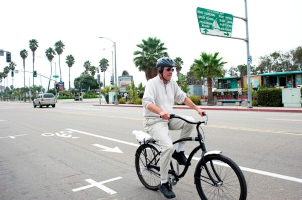 A man bikes down Harbor Drive on the current bike path adjacent to the road. Photo by Chelsea Sektnan