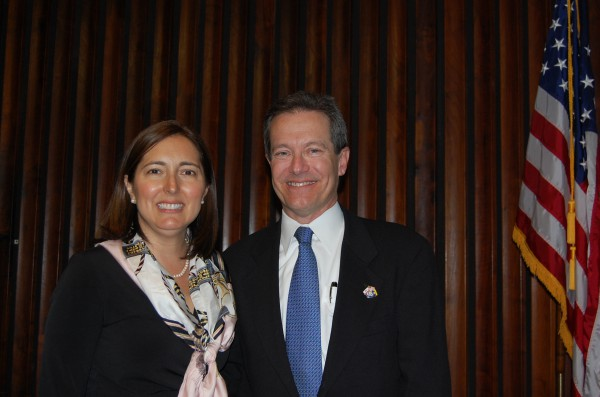 Newly inducted Mayor Pro Tem Amy Howorth and Mayor David Lesser. Photo by Esther Kang