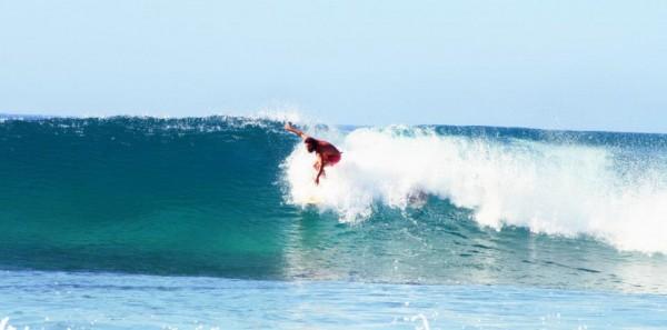 Firstman surfs Porto.