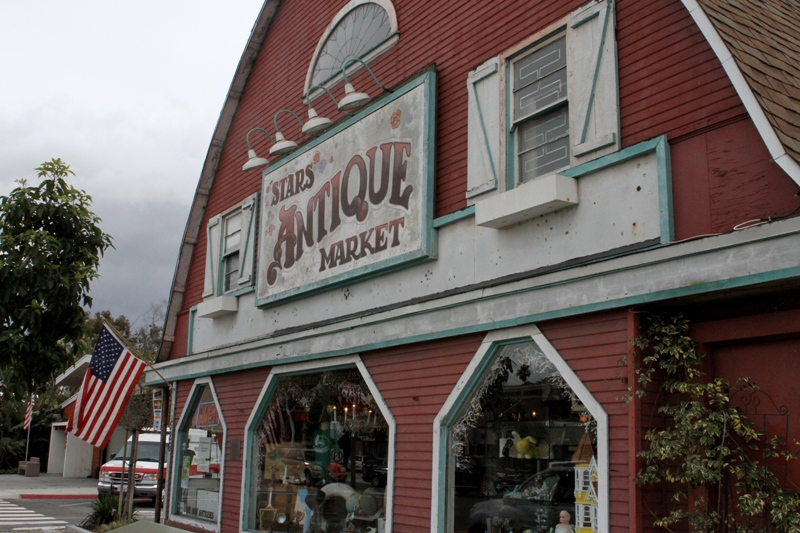 Stars Antique Market: Best Antiques and Collectibles