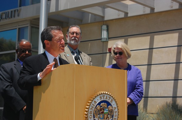 Manhattan Beach Mayor David Lesser relays the impact of the June 1 power outage, which for several hours left downtown residents, businesses and City Hall in the dark.