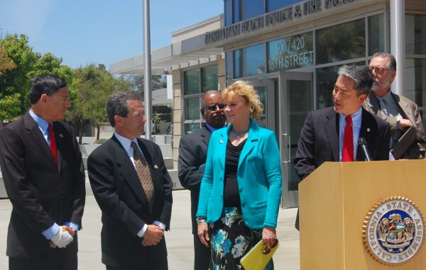 Assemblymember Al Muratsuchi introduces AB 66 at a press conference Friday outside the Manhattan Beach Police/Fire facility, with support from Manhattan Beach councilmember Wayne Powell, Mayor David Lesser, Ranchos Palos Verdes Mayor Susan Brooks, SBCCOG Chairman Ralph Franklin and Ranchos Palos Verdes Councilman Jim Knight. Photo by Esther Kang