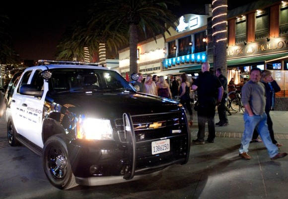 Hermosa Beach police arrested 2 males after a fight on Pier Plaza. Photo by Chelsea Sektnan