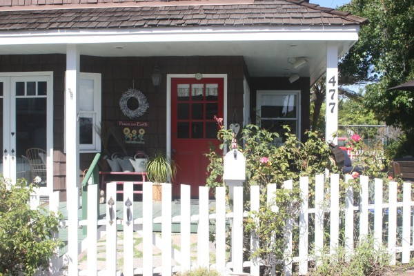 The welcoming façade of the Currys' Manhattan Beach home.