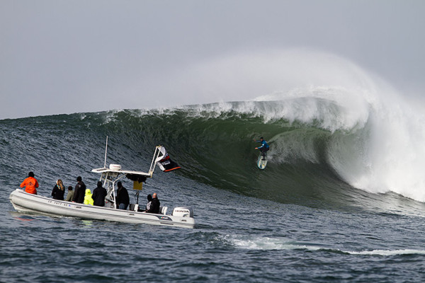 Twiggy with the wave of the contest pulls in on the nugget. Photo by Mark Kawakam