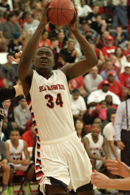 Redondo big man Terrell Carter had 10 points and 10 rebounds for the Sea Hawks. Photo by Ray Vidal