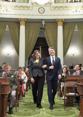 Honoree Leanne Huebner and Assemblymember Al Muratsuchi walk down the aisle on the Assembly floor Monday. COURTESY: Assembly Democratic Caucus