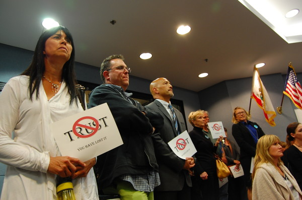 Parents and teachers holding signs of protest pack a special board meeting of the Manhattan Beach Unified School District on April 23. Photo by Esther Kang