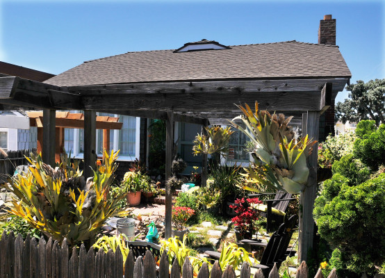 This 1922 beach cottage in Manhattan Beach was recognized by the state as a historical landmark in 2007. Photo by Bruce Hazelton