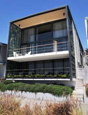 This 1960s house on The Strand is listed in the state register as a historical landmark for its exemplary International Style. It was the first residence in the city to use total steel beam construction. Photo by Bruce Hazelton