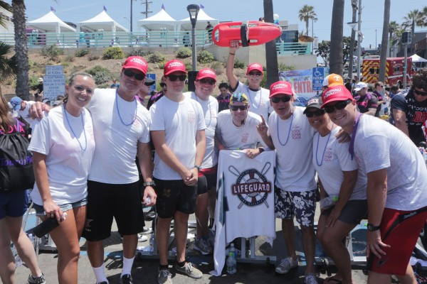 Joel Gitelson rises the rescue can and Kevin Barry signals number 1 for the Los Angeles County Lifeguard team.