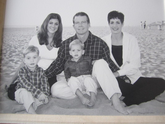 Don Ruetz with his wife Cynthia, right, stepdaughter Vanessa Germani and sons Justin and Jack. The portrait was taken by the Manhattan Beach pier in the late nineties. Courtesy of Don Ruetz
