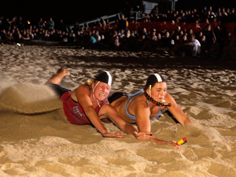 Women make a last ditch attempt to win the Beach Flags competition. Photo by Ray Vidal