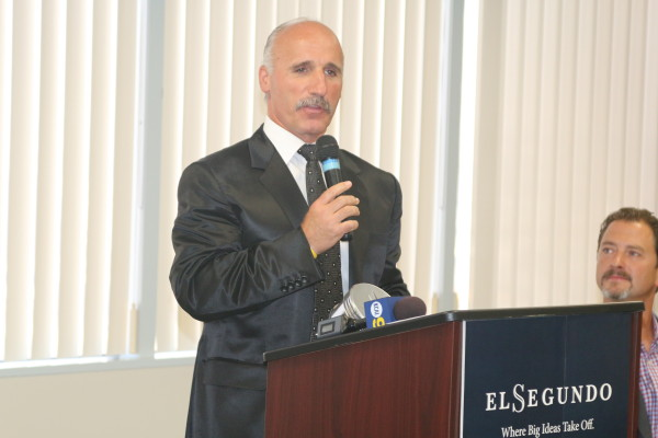 Kings announcer Daryl Evans recalls his first meeting with El Segundo's then-mayor Mike Gordon. Photos by Kevin Cody