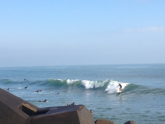 Mike Purpus surfs the Izumi River jetty in Chiba for the first time in four decades. Photo by Chica