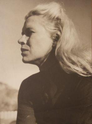 Mary Davis' striking good looks didn't always work in her favor during an era when women business leaders were rare.