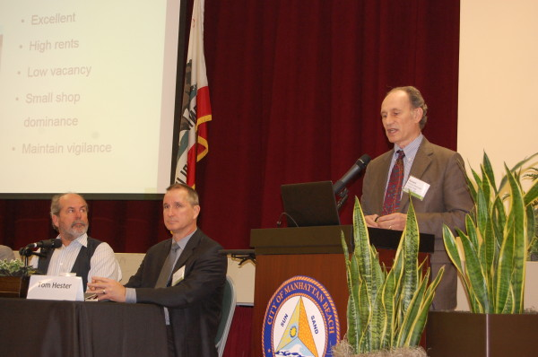 Richard Perlmutter, ULI panel chair, presents the panels' findings to the community Friday at the Joslyn Center. Photos
