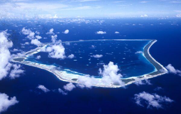 Rachel Reeves writes that from the air, Manihiki looks like a shark's jawbone. Photo Air Rarotonga / Ewan Smith