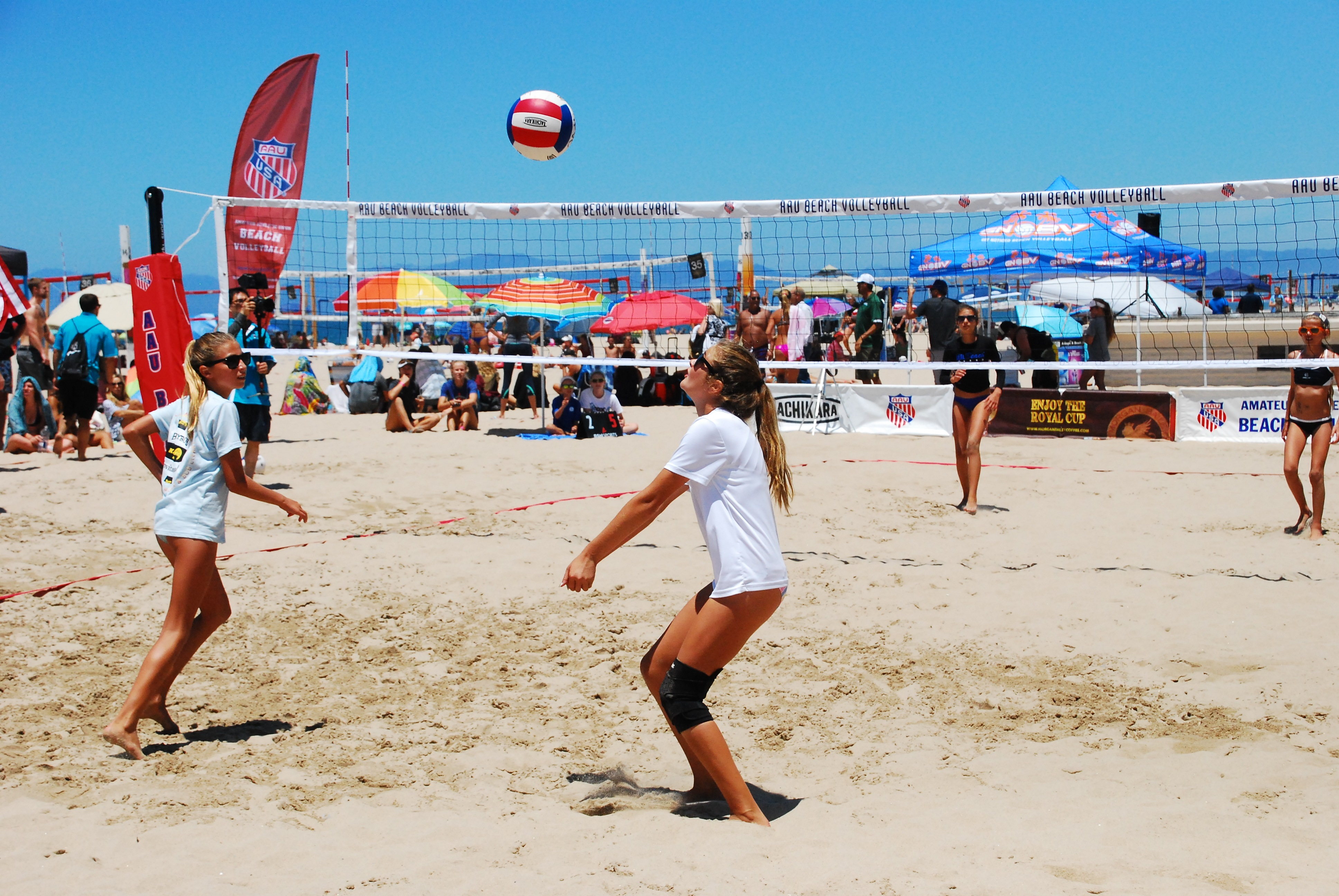 Leah Kelly passes to Ava Gallien during the Girls 12U championship game. The Manhattan Beach duo were silver medalists. Photo