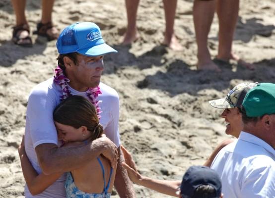 Catalina Classic 2015 winner Dan Mann gets a congratulatory hug from his daughter at the Manhattan Beach pier. Photo by Ray Vidal