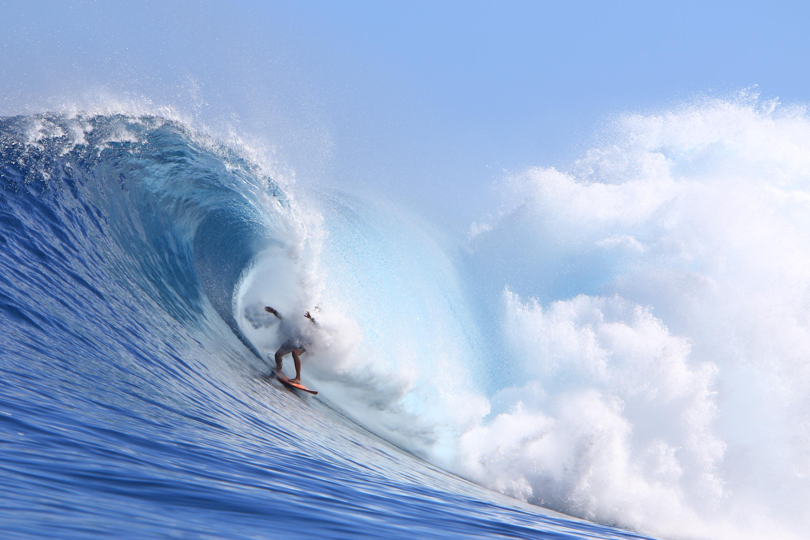 The wave commands Alex Gray's respect. Photo by Bo Bridges