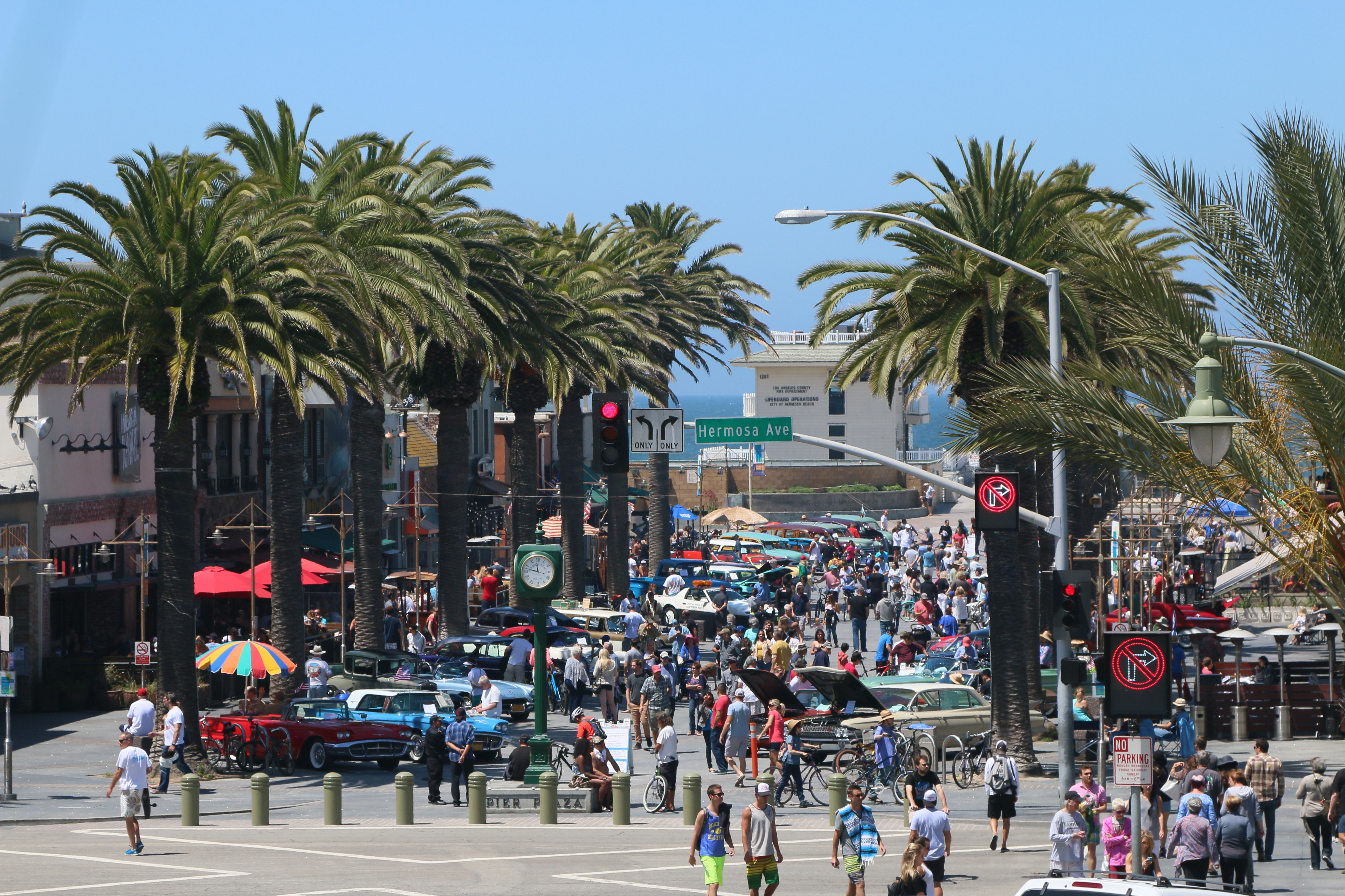 Patrons Stroll Along A Packed Pier Plaza New Report Attempts To Determine Whether Businesses