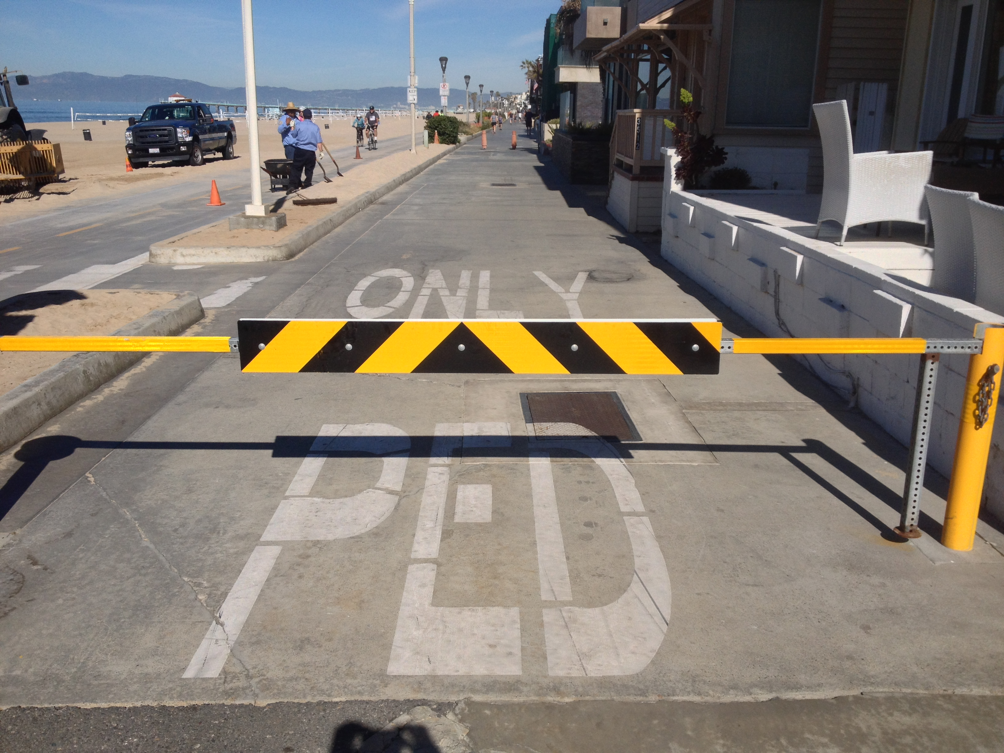 A gate near on the Strand near the border of Hermosa Beach and Manhattan Beach. The structure will be removed and replaced will plastic posts. Photo by Ryan McDonald