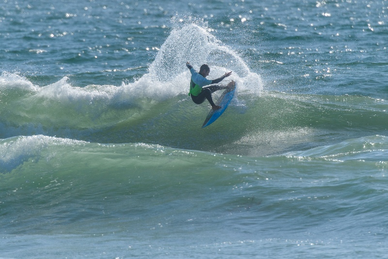 Wind swell, sandbars challenge Dive N' Surf/SB Boardriders contestants in Manhattan Beach