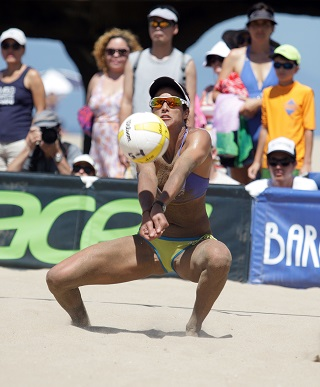 Playing in front of a hometown crowd, Lane Carico makes a dig during the 2015 Manhattan Beach Open semifinals. Photo