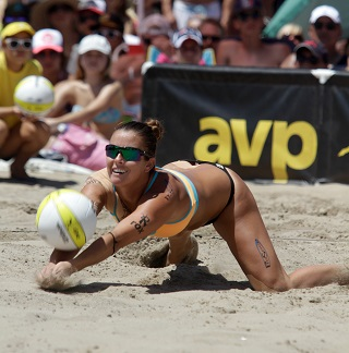 Hermosa Beach resident Brooke Sweat makes a dig in the 2014 Manhattan Beach Open championship match. Photo by Ray Vidal