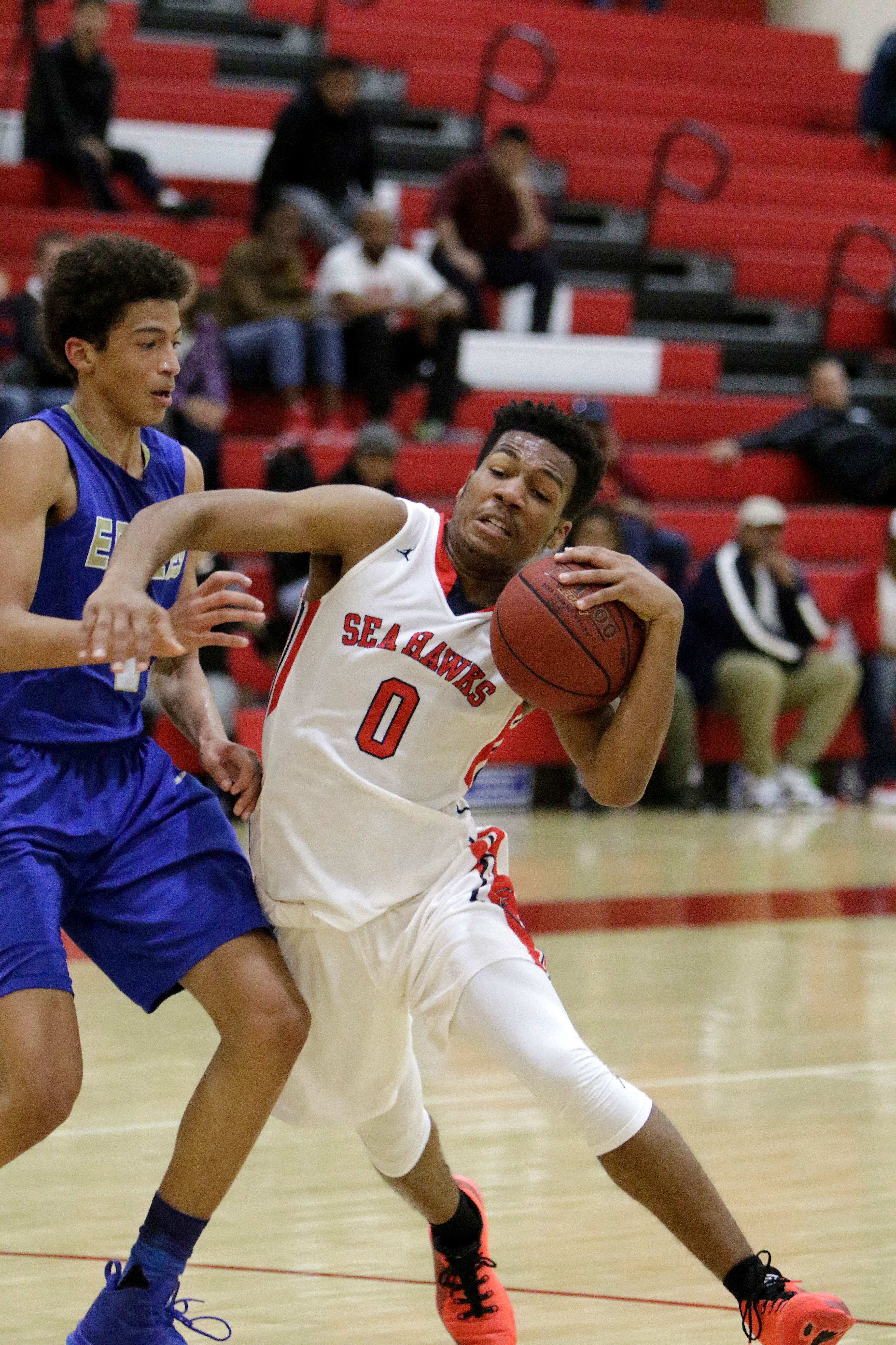 Redondo Union boys hoops team prevails over towering Santa Margarita lineup in CIF playoff victory