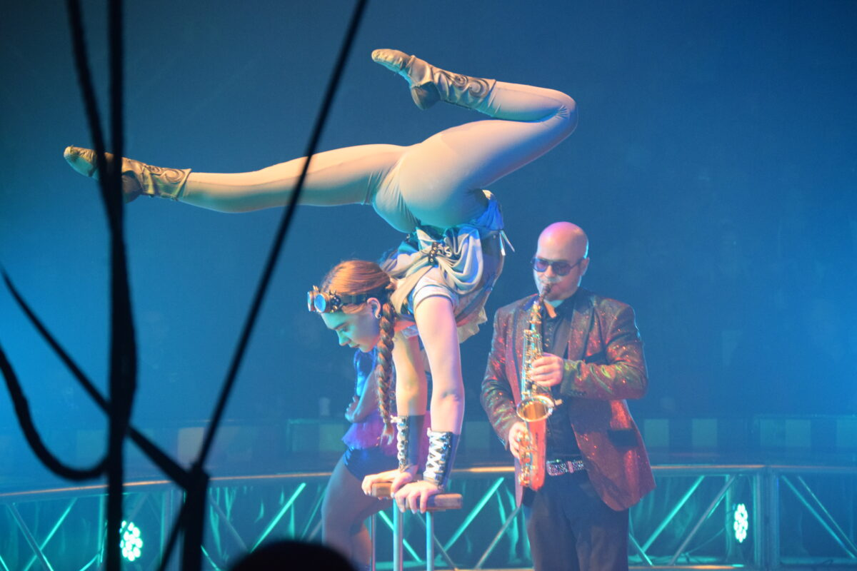 Circus Vargas In Town With Steam Cirque Bargaz Dark Blue A Contortionist And Saxophonist It Makes For Good Combination Photo By Bondo Wyszpolski