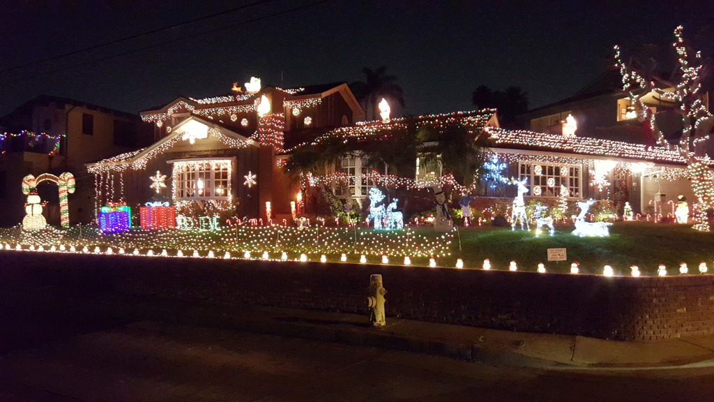 hermosa home christmas display began with simple roof line lights