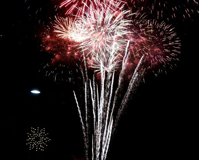 Manhattan Beach celebrates holidays with 29th Annual Fireworks show