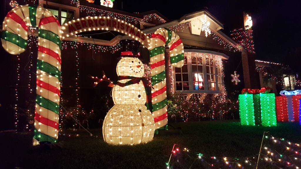 Hermosa Home Christmas Display Began With Simple Roof Line