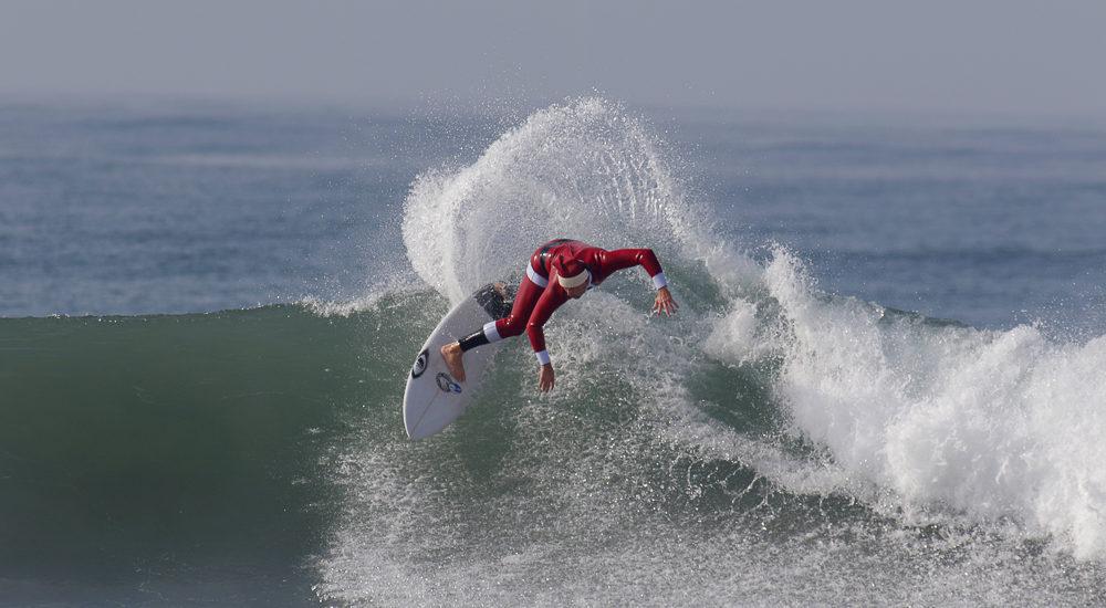 'Shreddin' Santa' brings early winter waves to Jacks/SB Boardriders Manhattan Beach surf contest