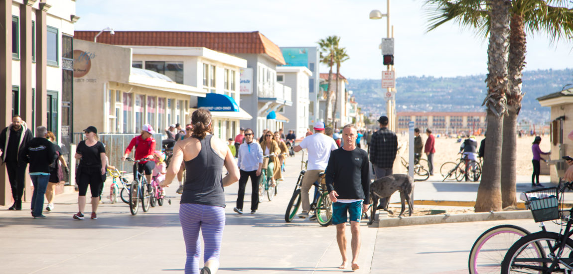 Manhattan Beach closes beach parking lots; L.A. County and all three Beach Cities mull closing beaches, bike paths, the Strand, and the Esplanade