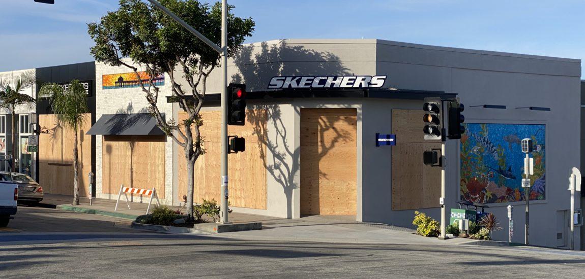 Manhattan Beach retailers board up windows as precaution against rioters
