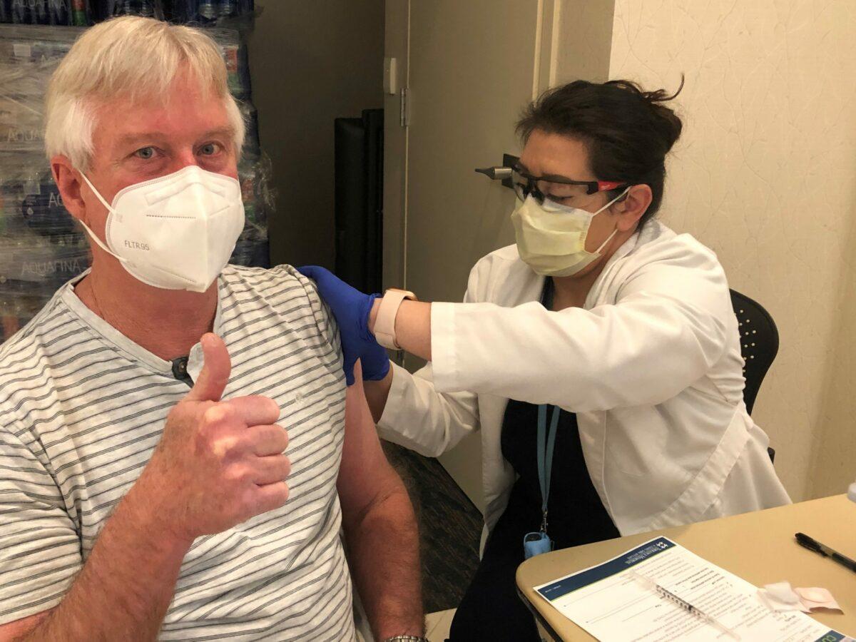 Dr. William Kim gets COVID vaccine