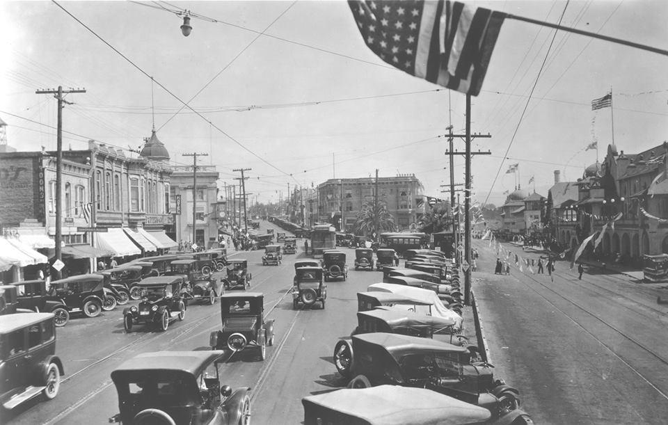 El Paseo and Pacific Avenue